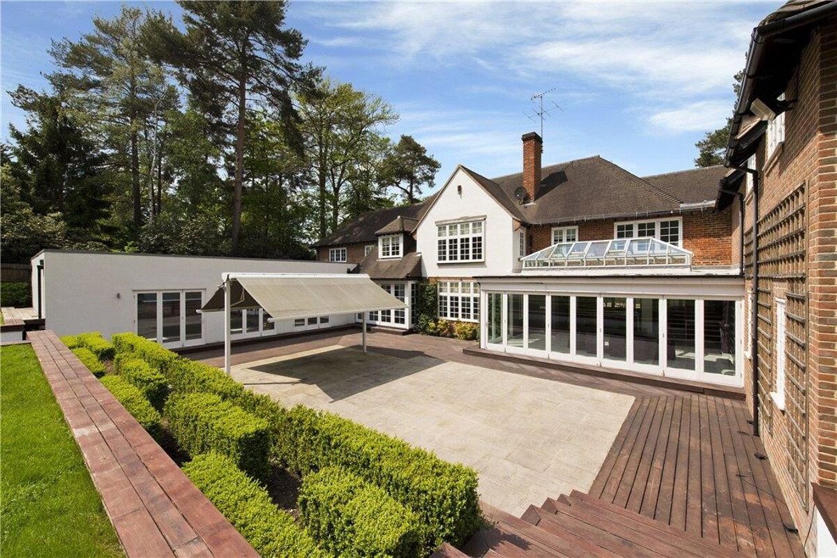 House For Sale In West Road St George S Hill Weybridge Surrey Kt13 Cho170385 Knight Frank