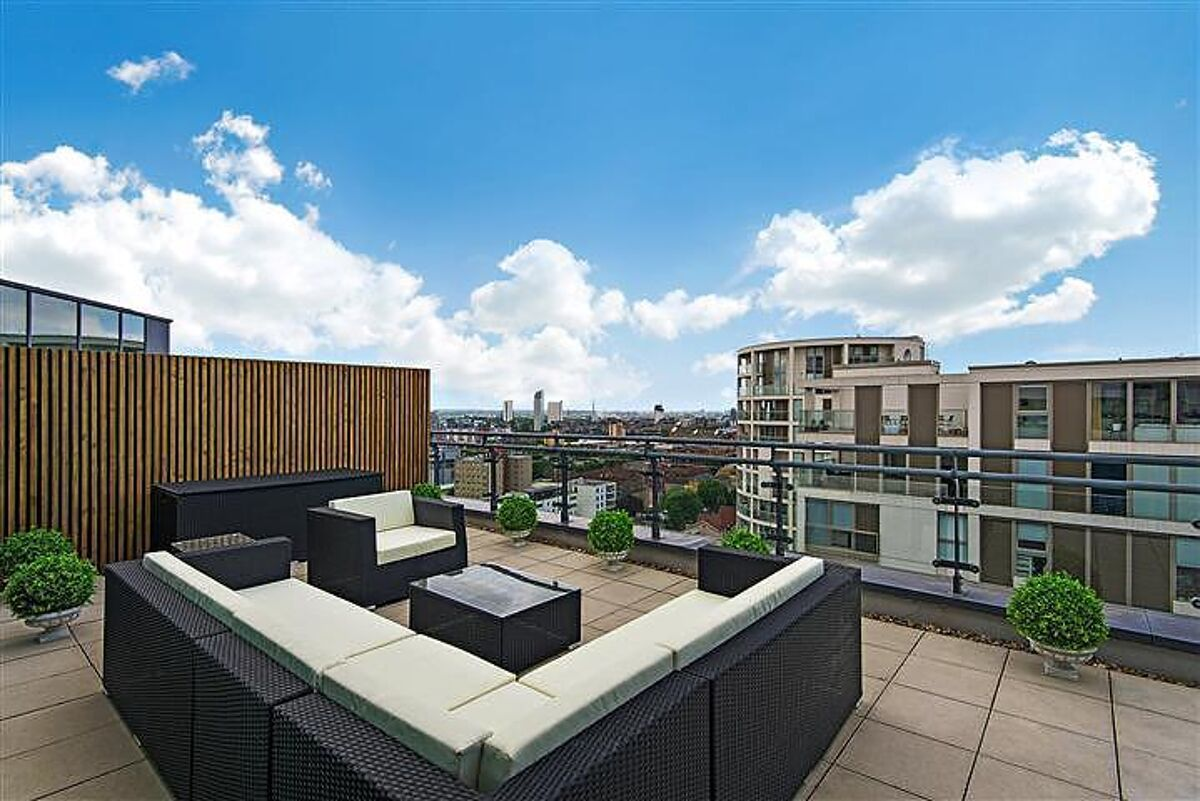 flat to rent in Millharbour, Nr Canary Wharf, London, E14 ...