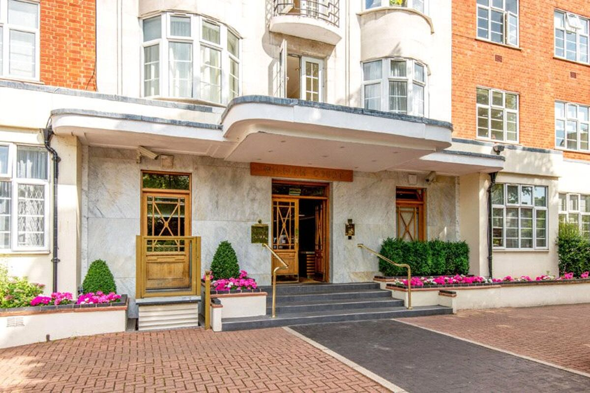 flat for sale in William Court, 6 Hall Road, St John's ...