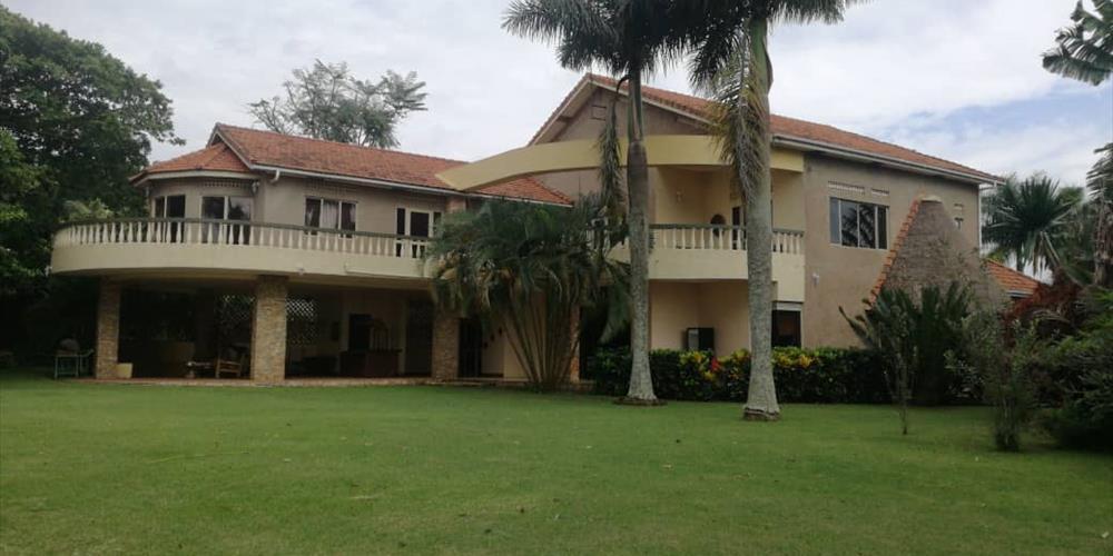 RL1015, Bunga, Kampala