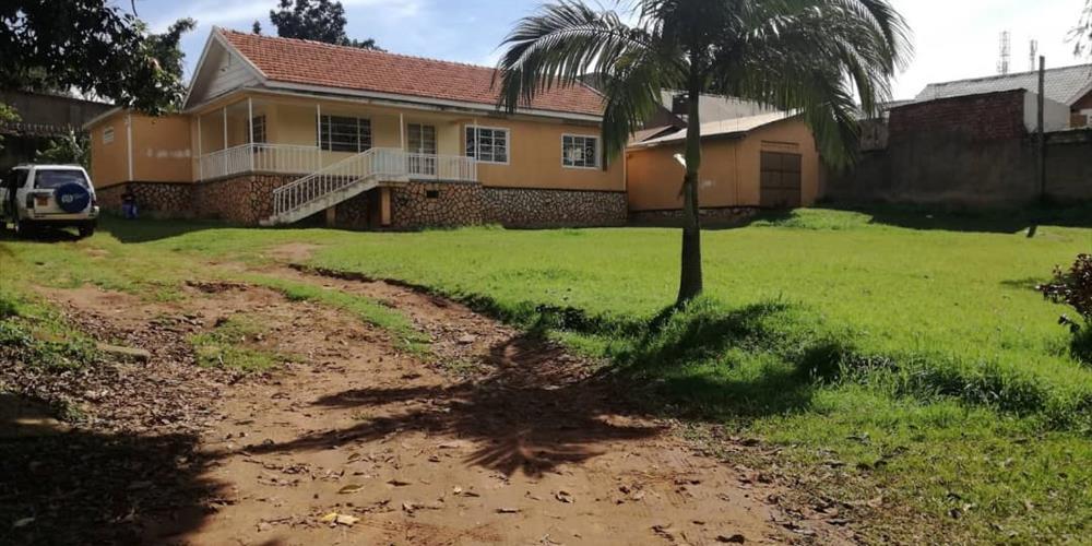 RS1017, Mengo, Kampala